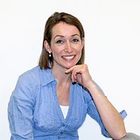 Esther Vamos -